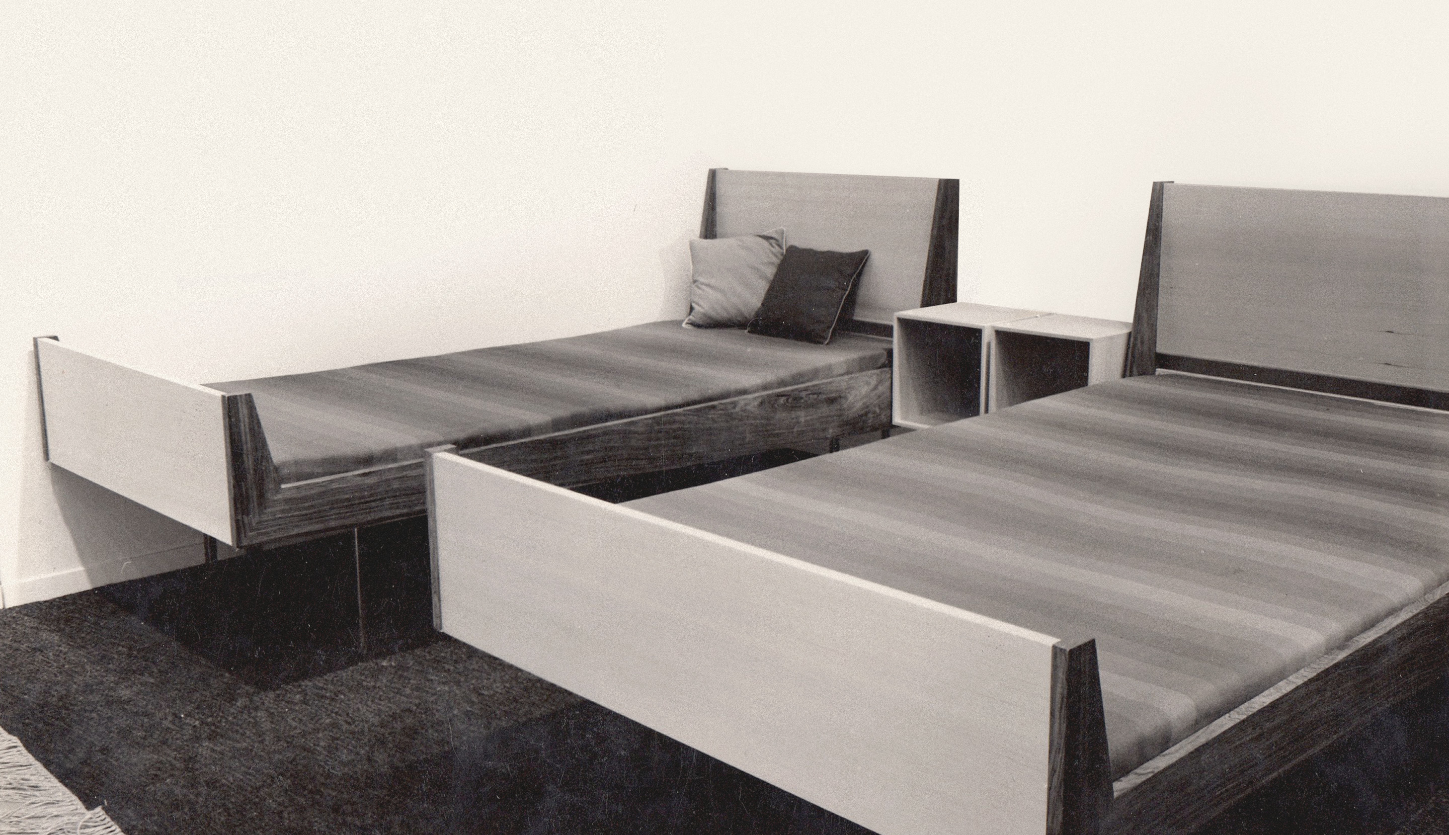 Beds with adjustable headboards